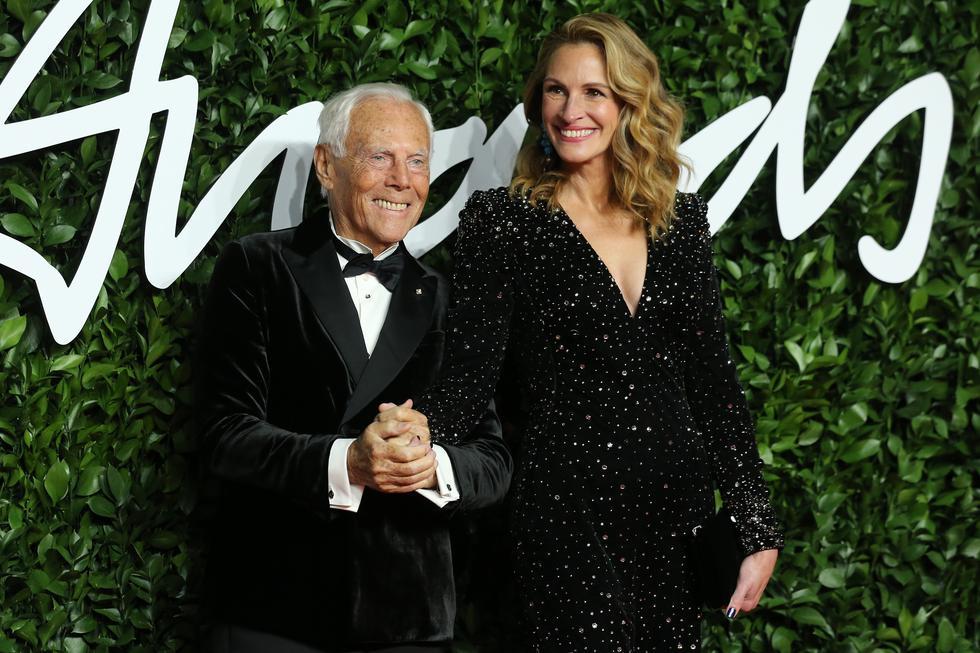 Julia Roberts deslumbró en la alfombra roja de los Fashion Awards 2019 como una de las musas del legendario diseñador Giorgio Armani. Para detalles de su look, visita esta galería. (Foto: AFP)