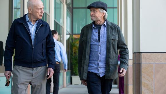 Alan Arkin y Michael Douglas regresan el 25 de octubre con la segunda temporada de El Método Kominsky. (Foto: Netflix).