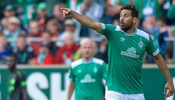 Claudio Pizarro llevaba apenas un minuto en cancha cuando originó una acción clara de gol con un preciso pase para Max Kruse, en el Bayern Múnich vs. Werder Bremen. (Foto: Agencias)
