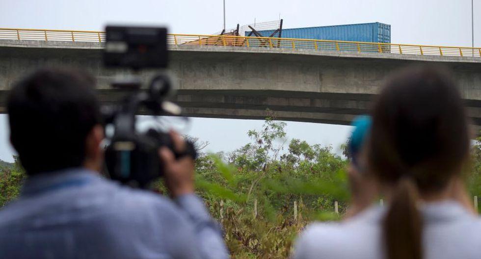 Cúcuta | Así han bloqueado los militares venezolanos el puente por donde iba a pasar la ayuda humanitaria. (AFP)