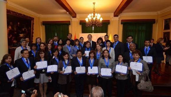 Miraflores: condecoraron a 81 experimentados profesores