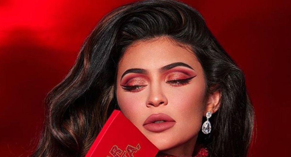 Foto 5 de 6   Kylie Jenner recurrió a toda su sensualidad para que sus fans conozcan lo nuevo para esta Navidad. (Foto: Instagram)