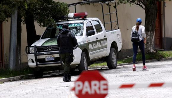 La policía de Bolivia rodea al embajada de México en La Paz. (Foto: Reuters).