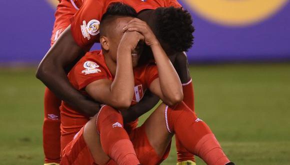 La selección peruana perdió por penales ante Colombia. (Foto: AFP)