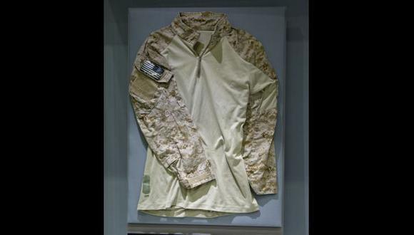 Museo exhibe camisa de soldado del comando que mató a Bin Laden