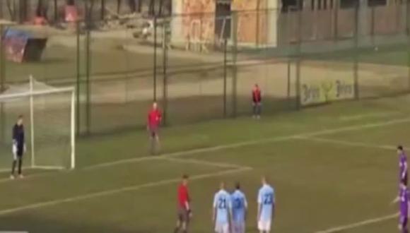 Amenazan con pistola a jugador que erró penal en Serbia (VIDEO)