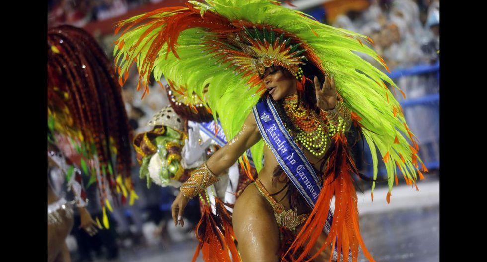 Ni la lluvia paró la fiesta en el carnaval de Río de Janeiro - 2