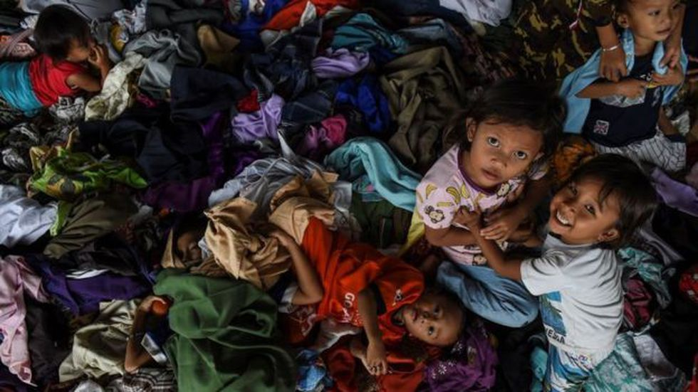 Miles de personas viven en refugios temporales.