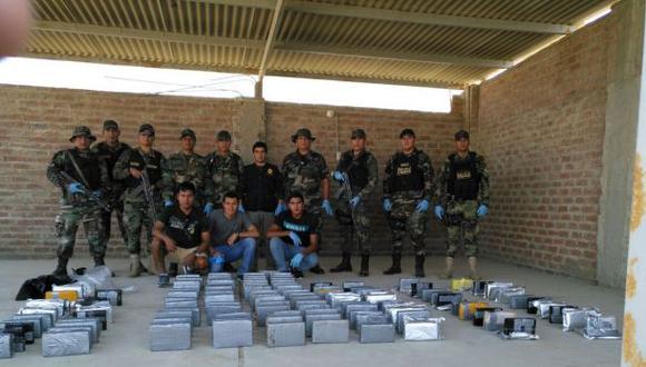 El cargamento ilegal estaba escondido en 116 paquetes tipo ladrillo enterrados al interior de un tanque de agua (Foto: PNP)