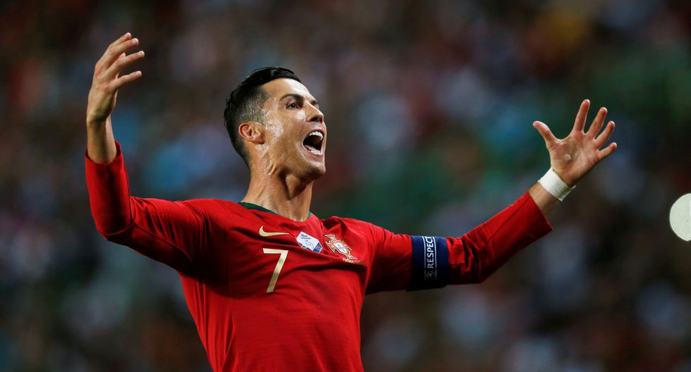 Cristiano Ronaldo aumentó la ventaja de Portugal frente a Luxemburgo con un golazo de 'sombrero'.  REUTERS/Rafael Marchante