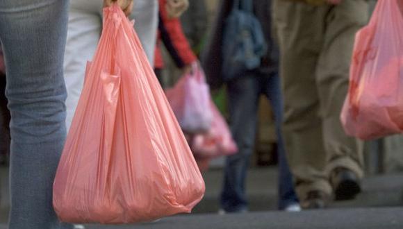 """Ministra del Ambiente: """"Desde el 2021 ya no se usarán bolsas plásticas de primer uso"""""""