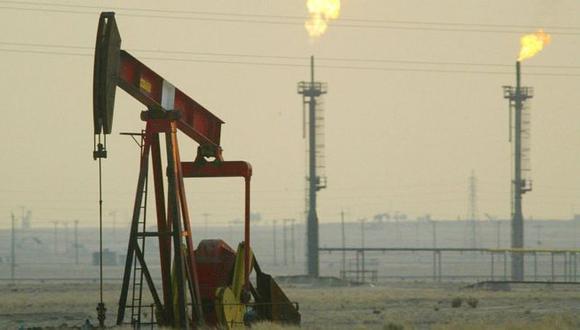 El lunes, cuando abrieron los mercados bursátiles, el precio del barril de crudo aumentó entre un 15% y un 20%, con el Brent alcanzando un pico del US$71,95 en un determinado momento.