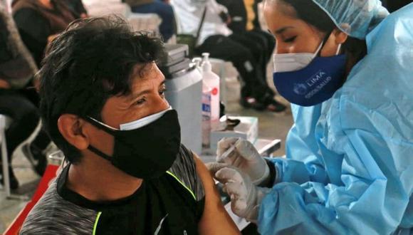Tanto la vacuna de Sinopharm como la de Pfizer y la de AstraZeneca deben aplicarse en dos dosis. (Foto: Minsa / Twitter)
