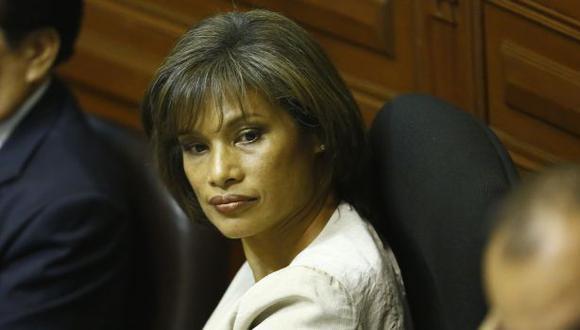 Tait responde: Cenaida Uribe pasó de los paneles al 'chuponeo'