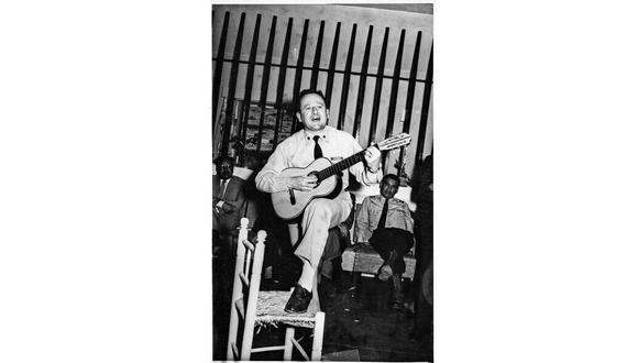 Quirós fue marino, compositor y músico. Se calcula que entre 1939 y 1975 compuso alrededor de 80 temas, entre valses, marineras, foxtrots, polcas e himnos marciales. [Foto: Archivo familia Quirós Quiñones]