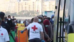 España habilitará carpas y campamentos para acoger 7.000 migrantes en Canarias