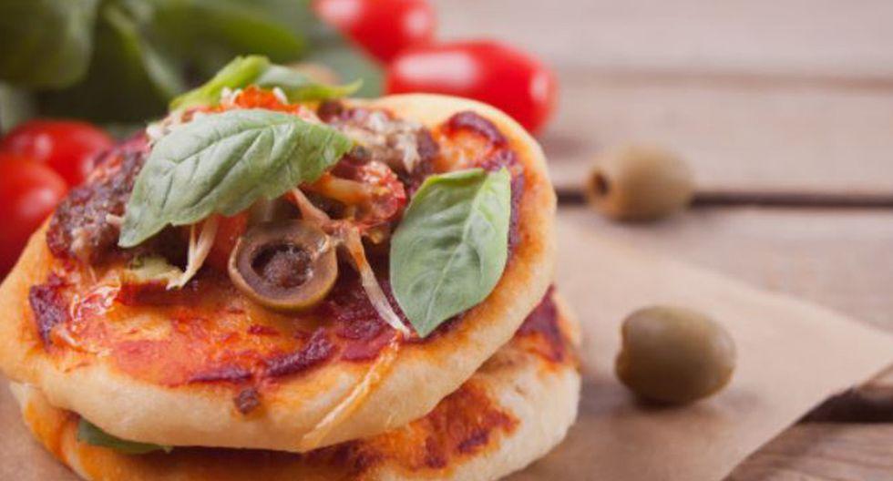 Pizza casera con pan pita (Foto: Freepik)
