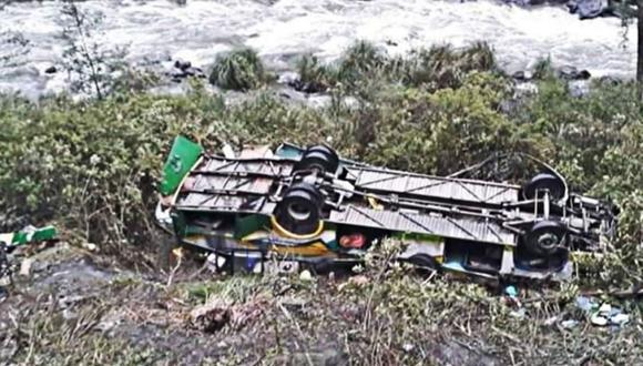 El bus cayó a un barranco de 40 metros.  (Foto: Andina)