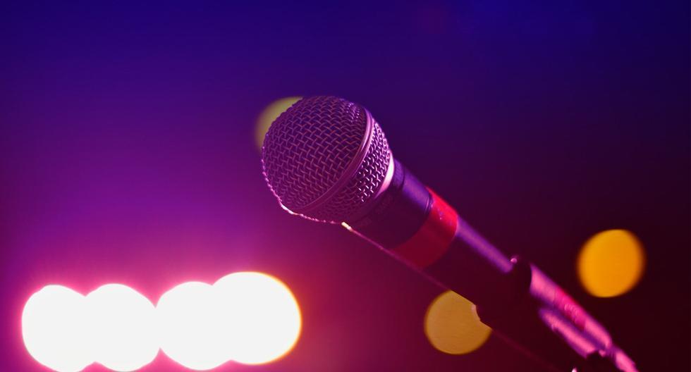 Si quieres convertirte en una artista así puedes convertir tus canciones en karaoke totalmente gratis. (Foto: genbeta)