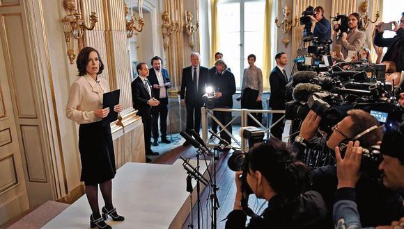 Sara Danius se enfrenta a la prensa luego de su  renuncia como secretaria permanente de la Academia Sueca. [Foto: reuters]