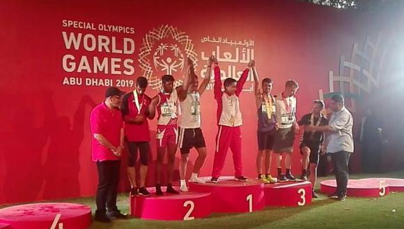 Héctor Henckell, atleta de Olimpiadas Especiales Perú obtuvo la primera medalla de oro en la competencia de atletismo de 200 mts en los Juegos Mundiales en Abu Dhabi. (Foto: