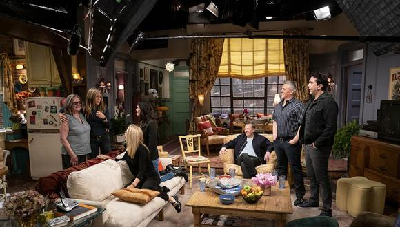"""En """"Friends: The Reunion"""" veremos a los actores principales conversar sobre todo lo que significó esta serie para sus carreras, también repasarán guiones antiguos y repetirán escenas inolvidables."""