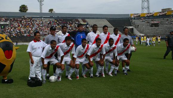 Jefferson Farfán jugó por primera vez en la máxima categoría el 28 de julio de 2001, en Alianza Lima. (Foto: Juan Ponce / Archivo El Comercio)