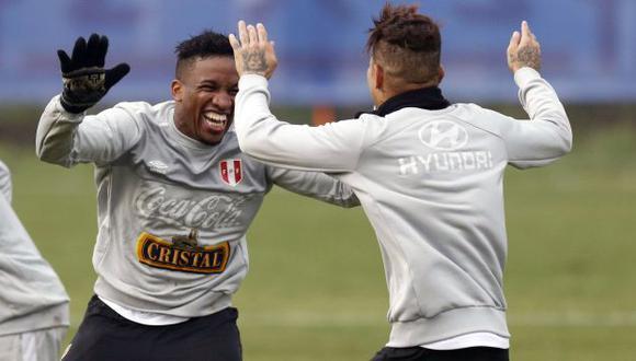 Jefferson Farfán y el afectuoso saludo a Paolo Guerrero por su cumpleaños. (Foto: AFP)