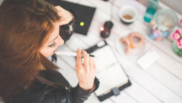 La primera gran decisión que deben tomar los jóvenes que estén por terminar o hayan culminado la educación secundaria es decidir si realizarán sus estudios superiores y, de ser así, qué carrera seguirán. (Foto: Pixabay)