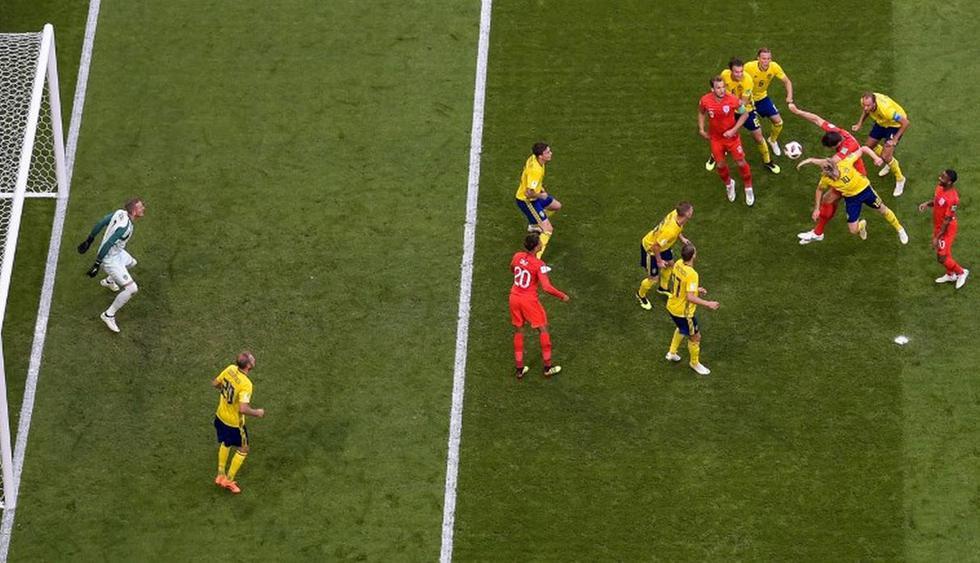 El futbolista británico conectó de cabeza dentro del área rival. (AFP)