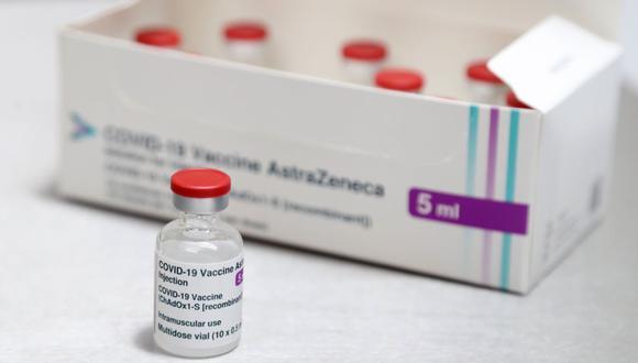 Una caja de viales de vacuna AstraZeneca / Oxford Covid-19 se muestra en la práctica médica de Pontcae en Merthyr Tydfil en el sur de Gales. (Foto: AFP / Geoff Caddick).