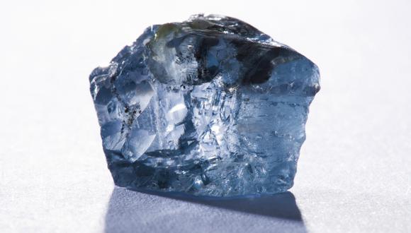 El extraño y valioso diamante azul hallado en Sudáfrica