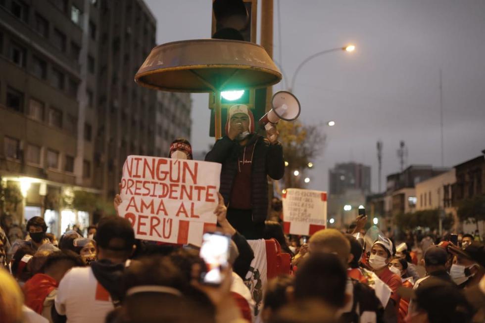 Manifestantes se movilizaron este lunes por las principales vías del Cercado de Lima tras la elección de Francisco Sagasti como presidente del Congreso y, por ende, mandatario hasta el 28 de julio del 2021. (Fotos: Renzo Salazar/@photo.gec)