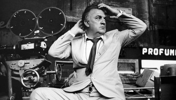 """Federico Fellini en el set del filme """"Roma"""", dilmado en los estudios de Cinecittá.  (Foto de Louis Goldman / Getty Images)"""
