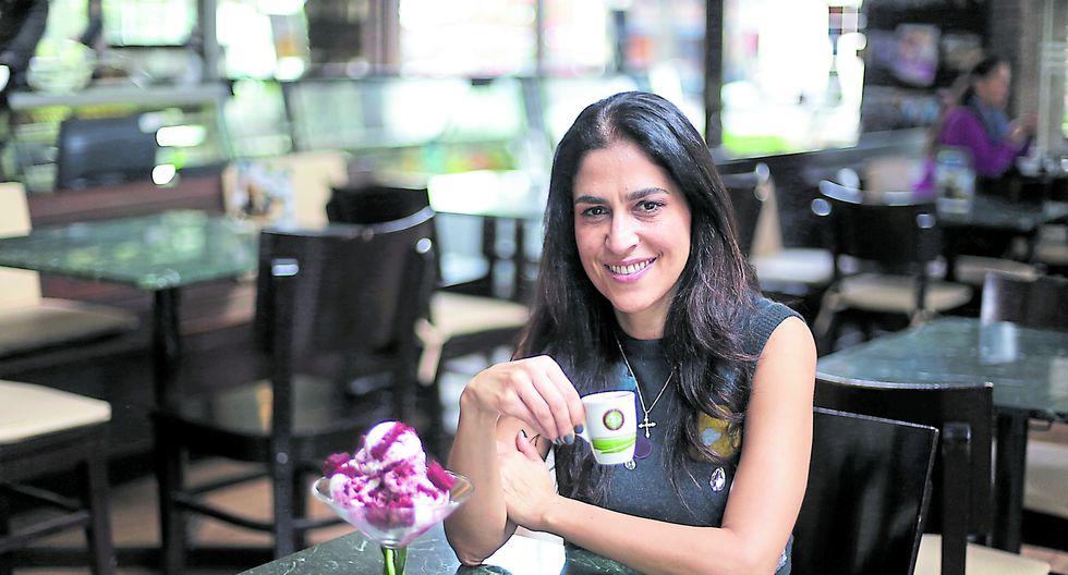 Ana María Bugosen es la gerenta general de Cafeladería 4D. Trabajó en una empresa automotriz en Chile y luego volvió a trabajar en la cafeladería 4D como maestra heladera. Años después, asumió la gerencia general. (Foto: Nancy Chappell)