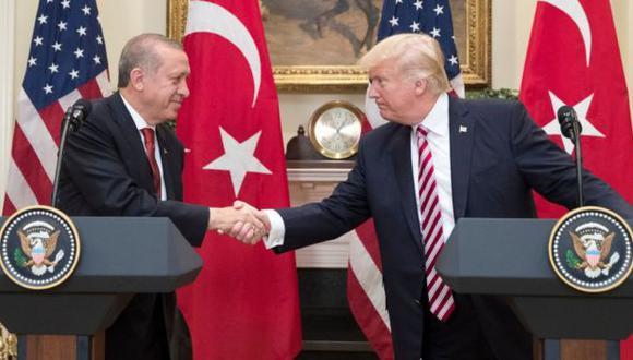 Recep Tayyip Erdogan explicó que Donald Trump tomó la decisión de retirar sus tropas del norte de Siria luego de una conversación telefónica que mantuvo con él. (Getty Images).