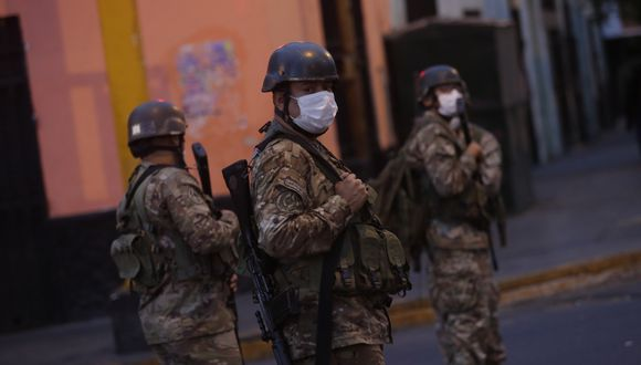 Las fuerzas del orden son las encargadas de resguardar las calles durante el estado de emergencia. (Foto: César Grados)