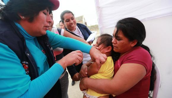 Si su niño cuenta con sus vacunas completas, igual es necesario que se le aplique una dosis de refuerzo, señaló el Minsa. (GEC)