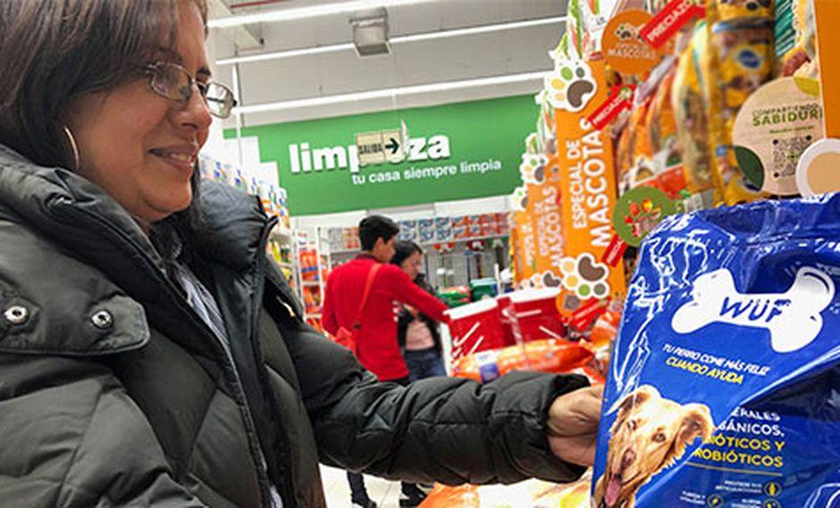 Katia Lázaro trabaja para la asociación Vida Digna, cuyo albergue de perros es parte de la familia WUF. Para ella la comida WUF será de gran ayuda en la labor que realizan. (Fotos: Andrea Carrión)