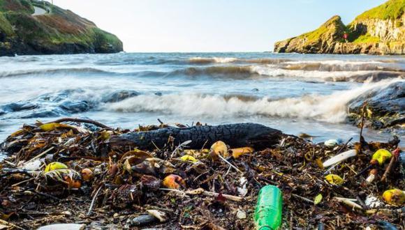 Cada año, 8 millones de toneladas plásticos acaban en el océano. (Foto: Getty)