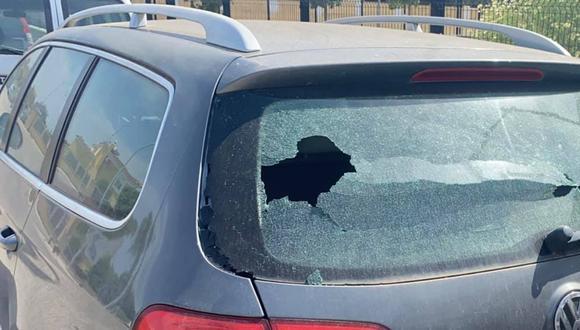 Un niño rompe la luna de un auto y deja una nota para el dueño. (Foto: Talleres Cauro / Facebook)