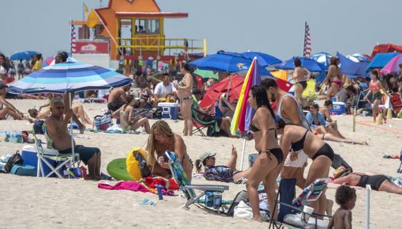 Las playas de Miami se han llenado en medio de la pandemia. (Foto: EFE/EPA/CRISTOBAL HERRERA).