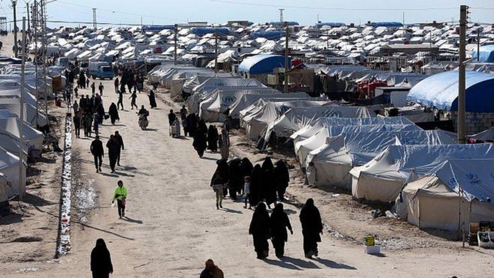 Familiares y dependientes de los combatientes de Estado Islámico están concentrados en el centro de detención de al Hawl, en el norte de Siria. (Foto: Reuters, via BBC Mundo)