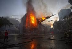 Encapuchados incendian una segunda iglesia en Santiago de Chile en medio de masiva protesta | FOTOS y VIDEOS