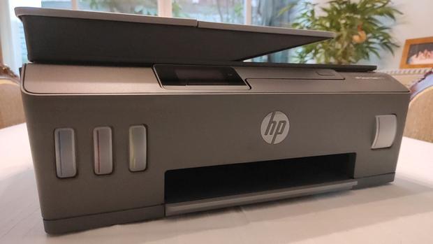 Los tanques de suministro continuo de tinta están finamente integrados en el diseño de la HP Smart Tank 615. (Foto: Bruno Ortiz B.)
