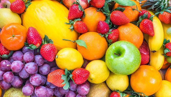 En este Día Mundial de la Alimentación, te contamos cuáles son las frutas que puedes consumir con cáscara, ya que esta parte contiene múltiples beneficios para tu salud.  (Foto: Shutterstock)