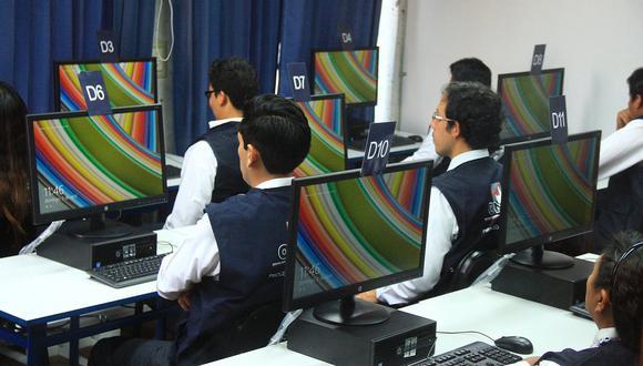 Esta actividad que permitió comprobar la funcionalidad del software electoral habilitado para estos comicios. (Foto referencial: ONPE)