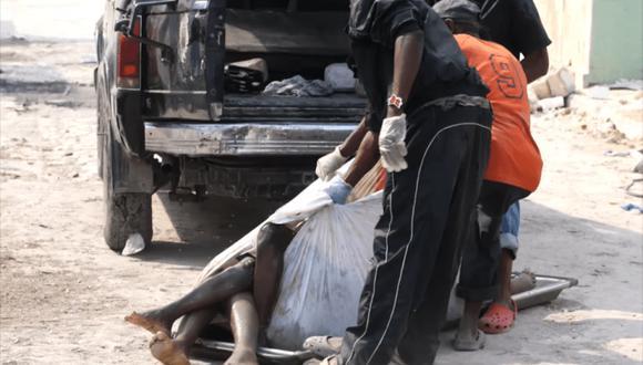 El 12 de enero de 2010 un terremoto devastó Haití y provocó la muerte de 316 mil personas.  El fotoperiodista de El Comercio Miguel Bellido llegó al lugar de la tragedia y encontró un país convulsionado.