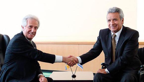 Tabaré Vazquéz y Lenin Moreno dándose la mano en una reunión. (Foto: Twitter @Lenin).