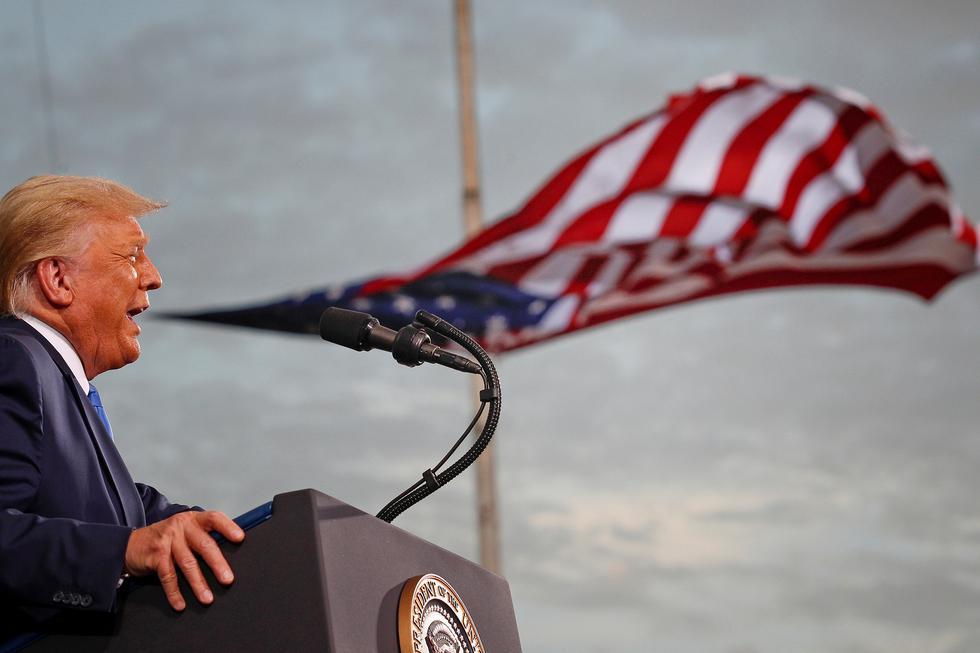 El presidente de Estados Unidos, Donald Trump, habla durante un mitin de campaña en el aeropuerto Cecil en Jacksonville, Florida. (Foto: Tom Brenner / REUTERS)